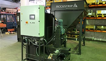 Briquetting machine with lifting device and hopper